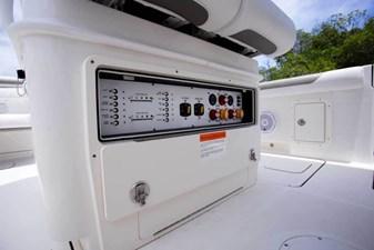 World Cat 295CC Center Console 44 295cc-interior-39-1024x683