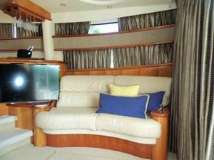 MARIKA 3 Salon Loveseat to Starboard