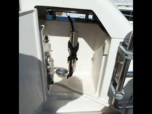 MARIKA 32 Enclosed Aft Cleats