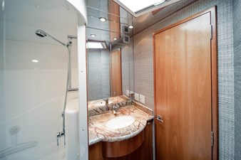 DR. DARK 30 Enclosed Shower