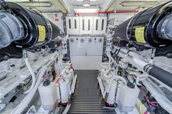 DR. DARK 68 Engine Room