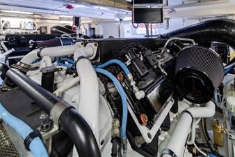 DR. DARK 71 Engine Room