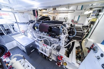 DR. DARK 73 Engine Room