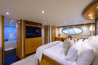 LIVING THE DREAM 16 Master Stateroom