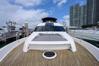 LIVING THE DREAM 41 Foredeck