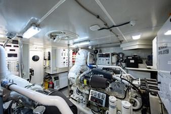 LIVING THE DREAM 48 Engine Room