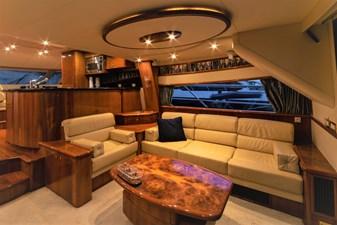 ARIEL 2 Salon to Starboard