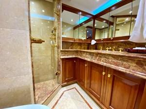 GAYLE FORCE 10 Guest Bath