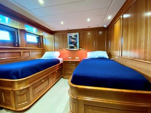 GAYLE FORCE 11 Twin Guest Stateroom