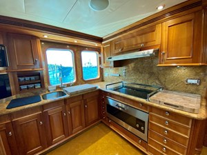 GAYLE FORCE 12 Galley