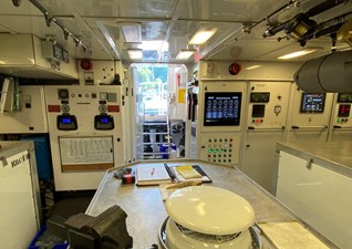 GAYLE FORCE 23 Engine Room