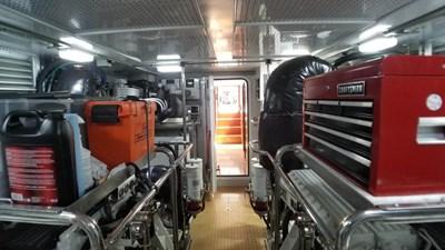 Loungeitude 31 Engine Room