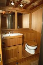 CLAN 2  17 bathroom
