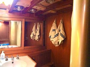 CLAN 2  16 bathroom2