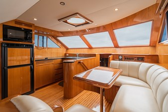 NO HURRY  12 Galley and Dinette