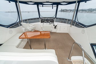 NO HURRY  25 Flybridge Guest Seating