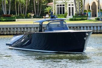 MERLIN 32 Starboard Bow Profile