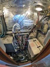 MYSTIC 23 Engine Room Aft