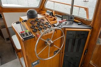 La Mer III 7 Tollycraft 48 LA MER III-10