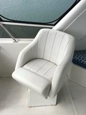 56' 1999 Navigator  21 FB passenger swivel seat