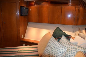 DITCH DIGGER 22 Forward Stateroom Portside