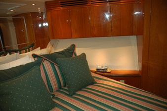 DITCH DIGGER 25 Forward Stateroom Starboard