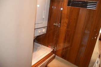 DITCH DIGGER 31 Washer Dryer in Companionway