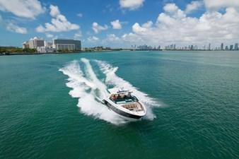 Sea Ray SLX 400 11