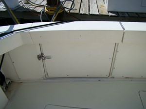 Cara Mia II 8 8. Cockpit Tuna Door
