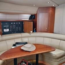 Cruisers Yachts 4270 Express 6