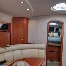 Cruisers Yachts 4270 Express 7