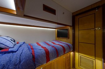TRIDENT 12 Guest Cabin