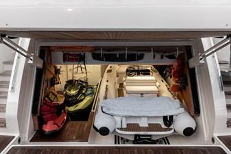 MAREA 32 Aft Tender Garage