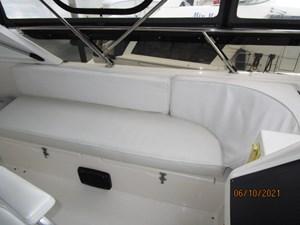Kaos 18 17_2780267_55_symbol_flybridge_port_seating