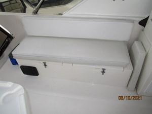 Kaos 19 18_2780267_55_symbol_flybridge_starboard_seating
