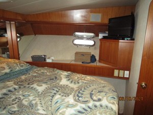 Kaos 41 40_2780267_55_symbol_master_stateroom_starboard