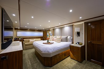 COMPLETELY KNOTS 21 92_viking_completely_knots_master_stateroom_1