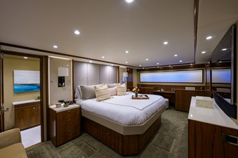 COMPLETELY KNOTS 22 92_viking_completely_knots_master_stateroom_6