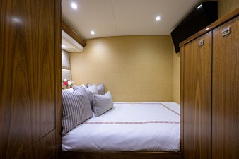 COMPLETELY KNOTS 25 92_viking_completely_knots_mid_port_guest_stateroom_3