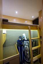 COMPLETELY KNOTS 28 92_viking_completely_knots_starboard_bunk_room_1