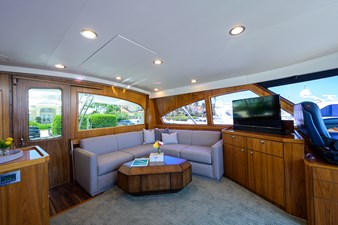 COMPLETELY KNOTS 41 92_viking_completely_knots_enclosed_flybridge_4