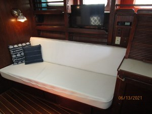 Cavu 23 22_2780363_51_morgan_salon_starboard_seating