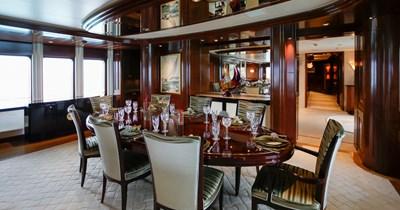 BLUE MOON 4 Dining Room