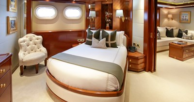 BLUE MOON 28 Guest Stateroom