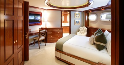 BLUE MOON 29 Guest Stateroom