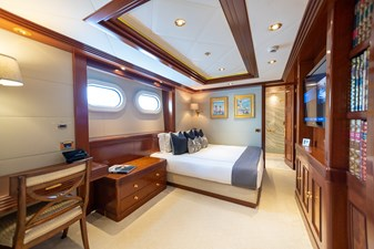 BLUE MOON 38 Guest Stateroom