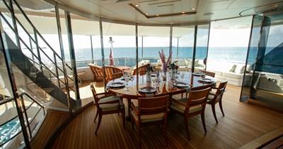 BLUE MOON 55 Sky Lounge Dining