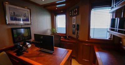 BLUE MOON 63 Captain's Office