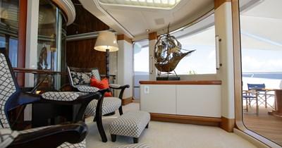 BLUE MOON 71 Observation Lounge