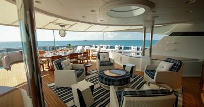 BLUE MOON 73 Sun Deck Lounge